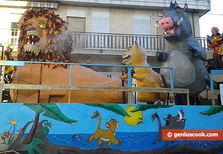 Повозка с разными фигурами из сказок