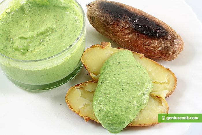 Франкфуртский зеленый соус с печеным картофелем