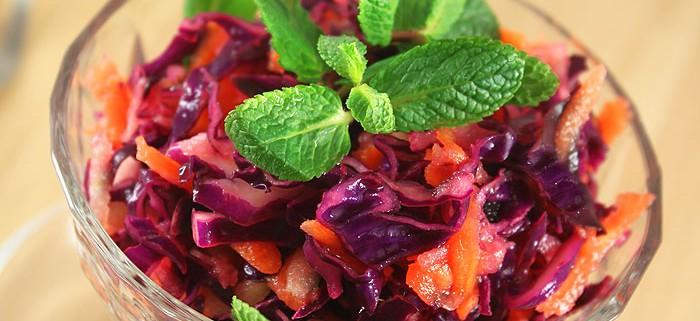 Салат из краснокочанной капусты с яблоком