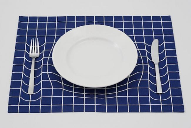 Салфетка с оптической иллюзией углублений